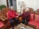 【广播宝鸡·快讯】90岁老人把钱包交到了83岁老人手中……